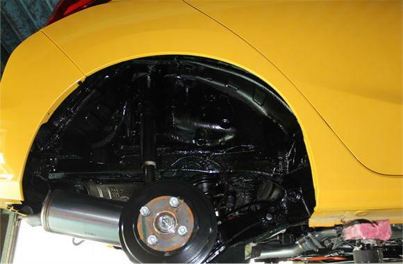 車の下回り防錆塗装(フィット)
