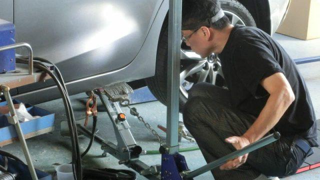 デミオのロッカーパネル修理
