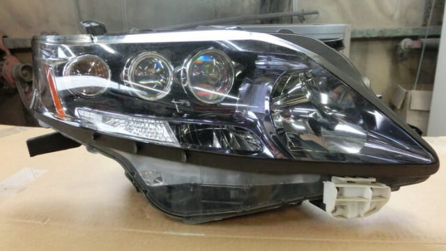 レクサスのヘッドライト