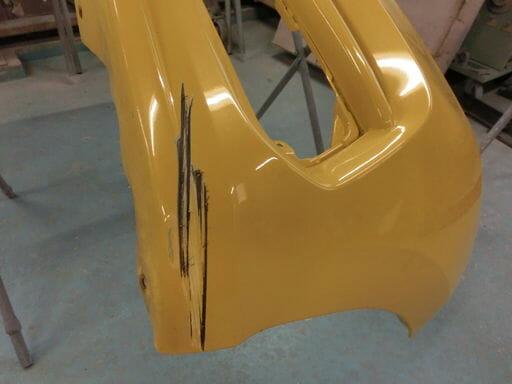 フィットのフロントバンパー修理